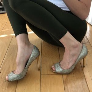 GORGEOUS Enzo Angiolini silver/gold glitter pumps